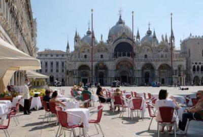 Spania incarca sa isi salveze sezonul estival, confuzie pentru turistii din Marea Britanie