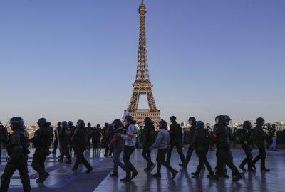 Paris: Turnul Eiffel evacuat dupa o alerta cu bomba